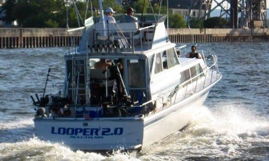 32' Inboard Propulsion Charter In Duluth, Minnesota