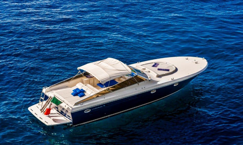 Charter 46' Itama Motor Yacht In Positano, Italy