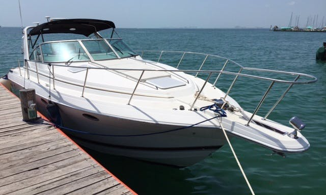 Charter this 34' Formula Motor Yacht  From Cancún, Quintana Roo