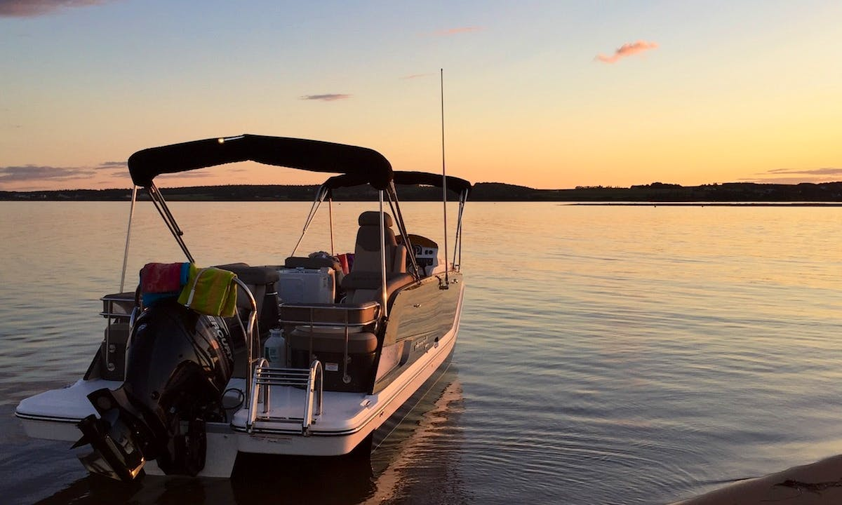26' Pontoon Rental in Edward Island, Canada