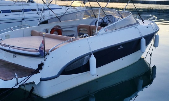 Rent 28' Cranchi Bowrider In Split, Croatia
