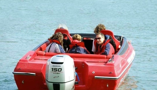Family Powerboating Trip In Southampton, England