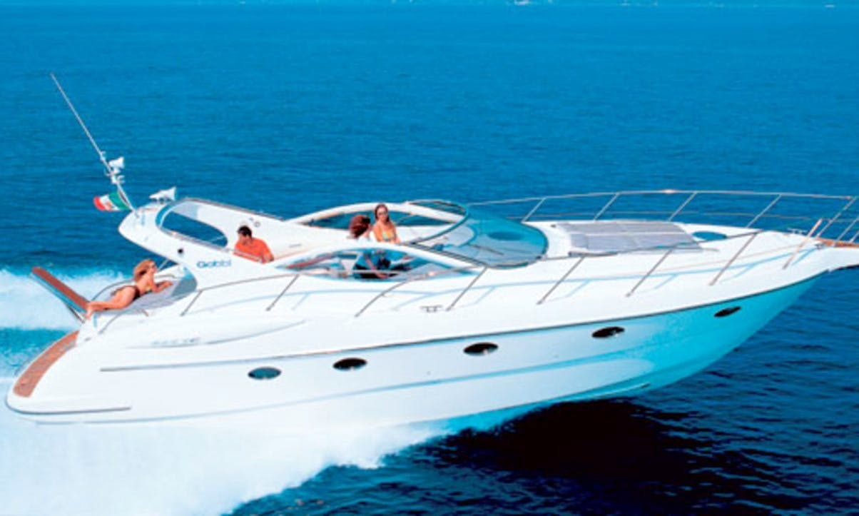 Charter 45' Azimut Gobbi 425C Motor Yacht in Hamble-le-Rice, England