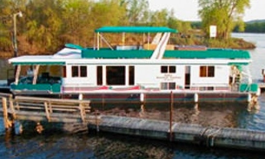Charter 58' Royal Houseboat In Trempealeau, Wisconsin