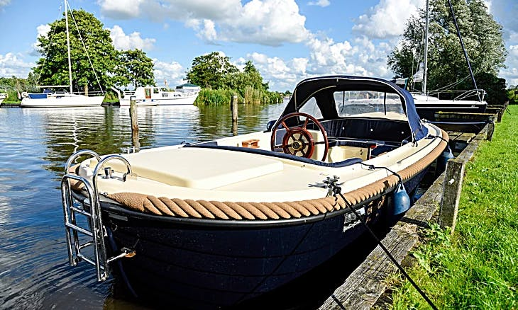 Rent 18' Oudhuijzer 560 Canal Boat in Friesland, Netherlands