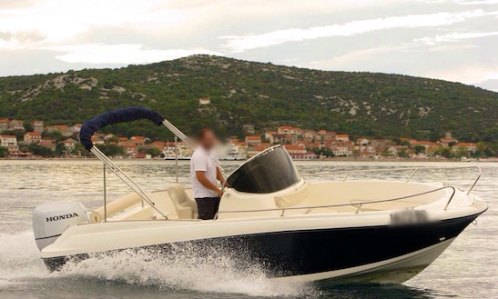 Rent 22ft Insidias Marine Hm Cuddy Cabin In Split, Croatia