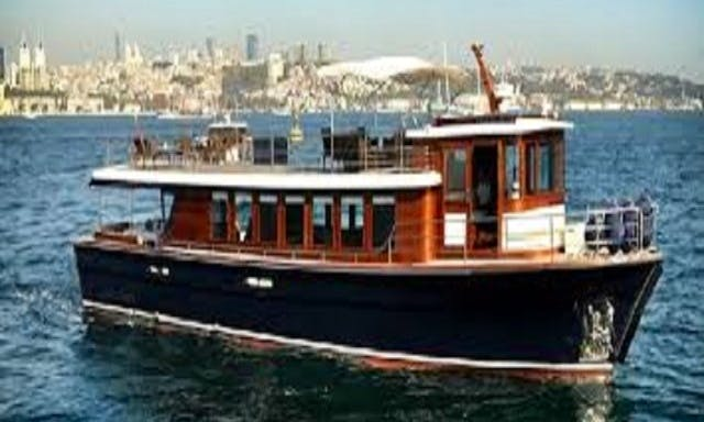Charter 72' Classic Power Yacht in İstanbul, Turkey