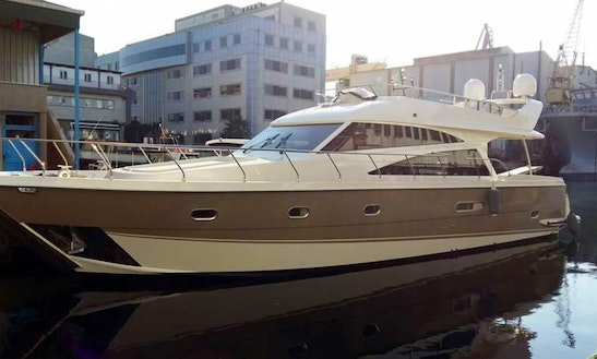 Explore The Beautiful Ocean Of İstanbul, Turkey With This Motor Yacht
