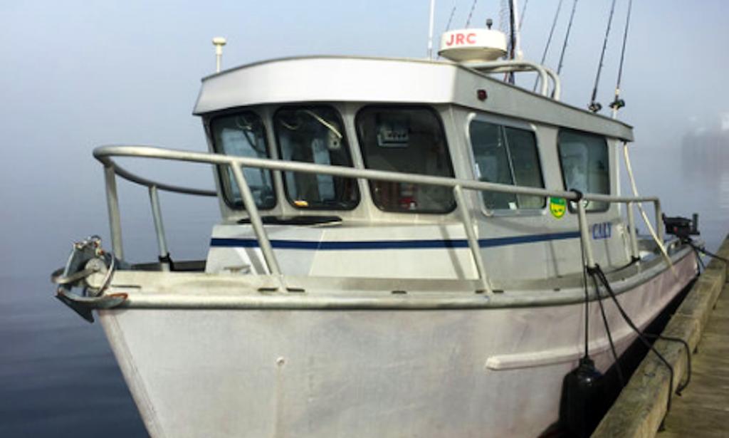 Fishing charter on 32ft sports fishing vessel in juneau for Juneau fishing charters