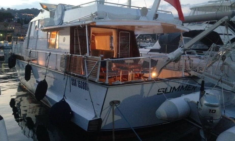 Italian motor yacht to sleep aboard in Maó