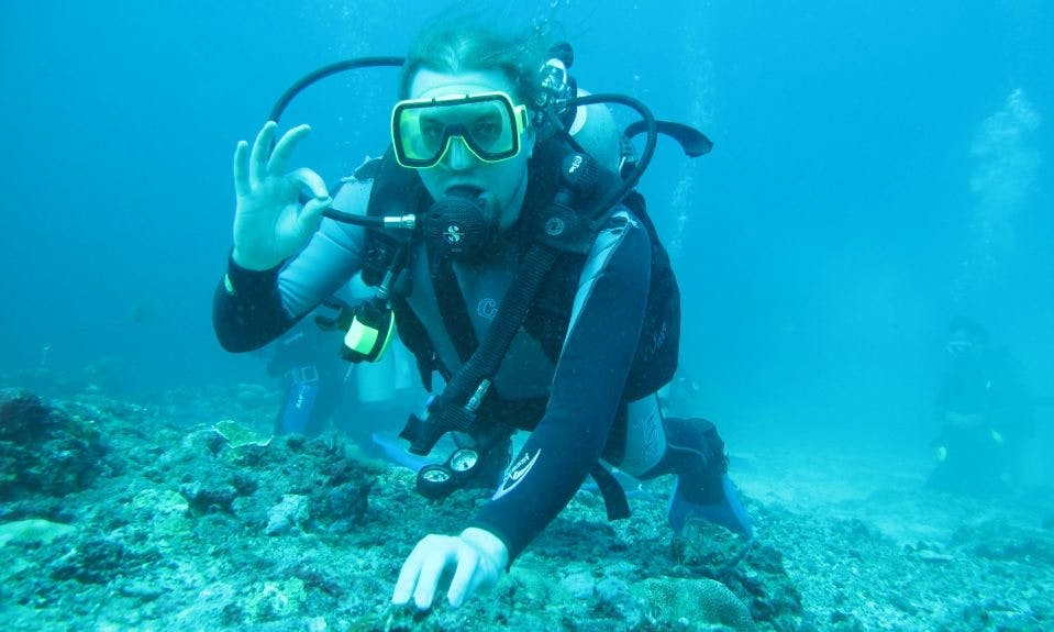 Enjoy Diving Courses in Baga, Goa, India