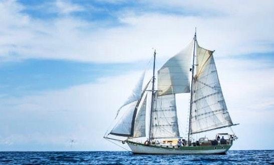 64′ Cruising Monohull Charter In Panamá, Panama
