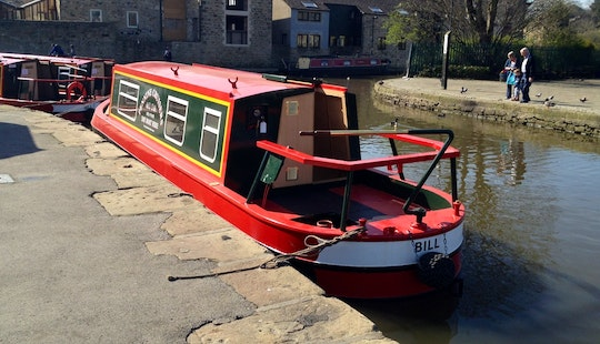 Hire Bill Canal Boat In Skipton, England