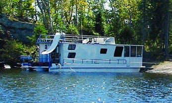 Rent the 48' Statesman Houseboat in International Falls, Minnesota