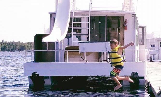 44' Sportsman Houseboat Rental in International Falls
