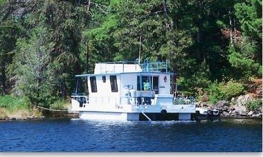 Rent the 36' Wanderer Houseboat in International Falls, Minnesota