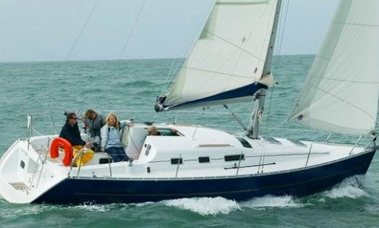 Charter 33' Oceanis 323 Clipper Cruising Monohull In Pays De La Loire, France