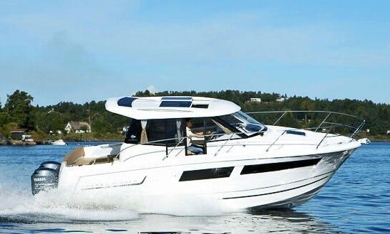 Charter 27' Merry Fisher 855 Motor Yacht In Pays De La Loire, France