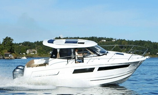 Charter 27' Merry Fisher 855 Motor Yacht In Pays De La Loire, France