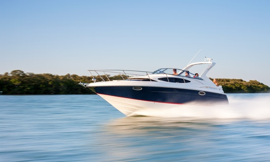 Enjoy Sag Harbor, New York On 6 People Motor Yacht