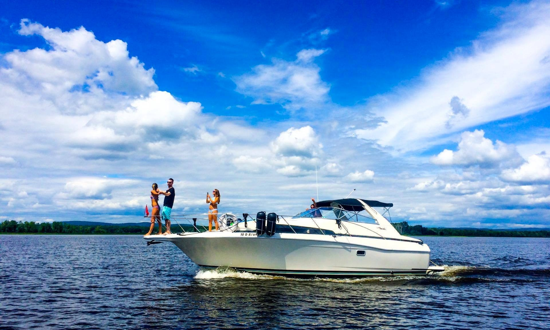 35ft Motor Yacht Charter In Montreal, Canada
