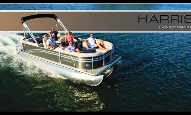 22' Pontoon with rear facing loungers offers seating for 12 passengers
