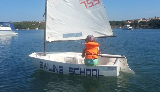 Rent 8' Sailing Dinghy In Medulin, Croatia