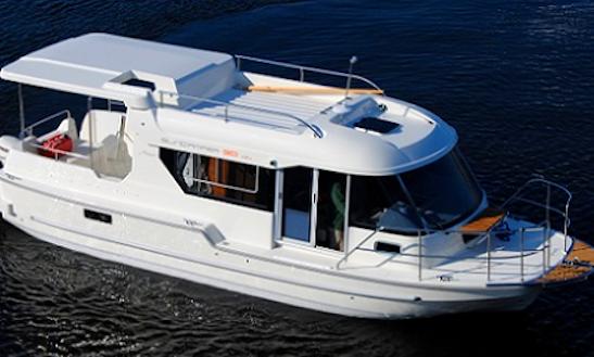 Charter 31' Sun Camper Motor Yacht In Alsóörs, Hungary