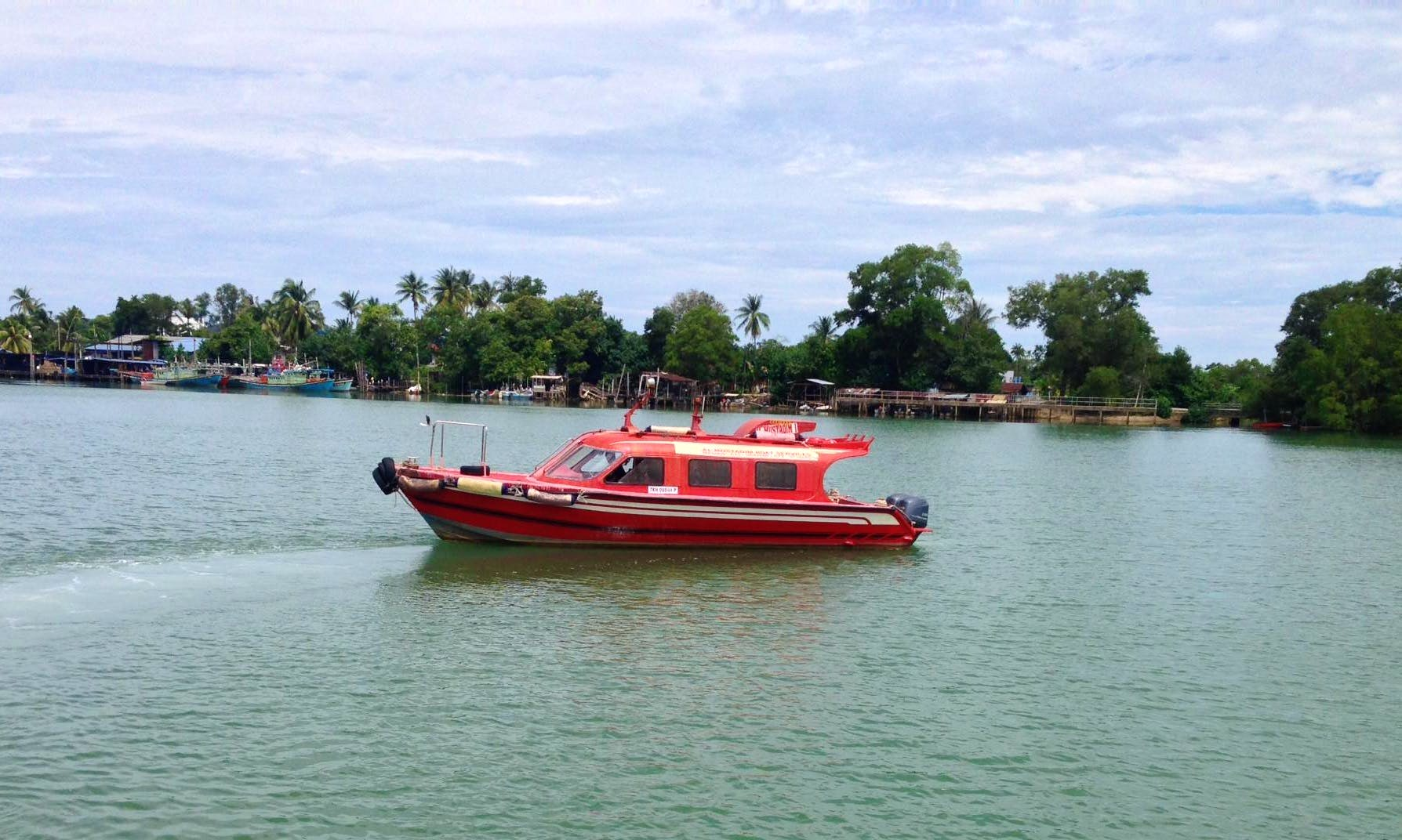 Enjoy Sightseeing Cruise In Chukai, Terengganu