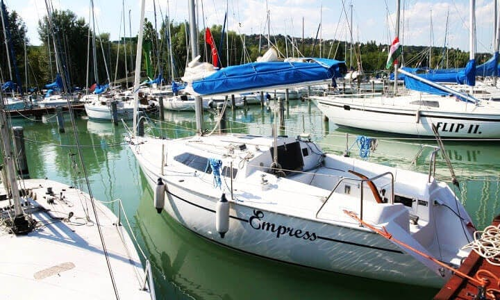 Rent 26' Dolphin Cruising Monohull in Balatonalmadi, Hungary