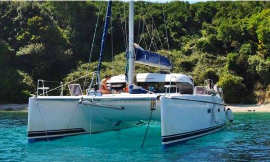 Charter 39' Cruising Catamaran in Roma, Italy