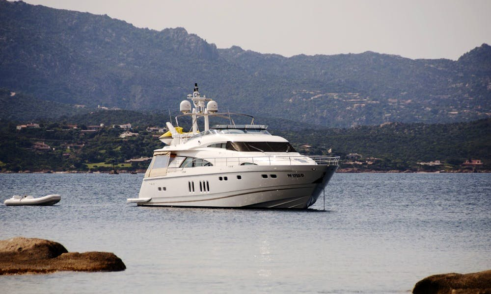Charter 78' Fairline Squadron Power Mega Yacht in Campania, Italy