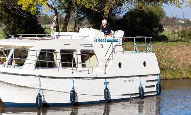Charter 30' Sheba Motor Yacht in Camargue, France
