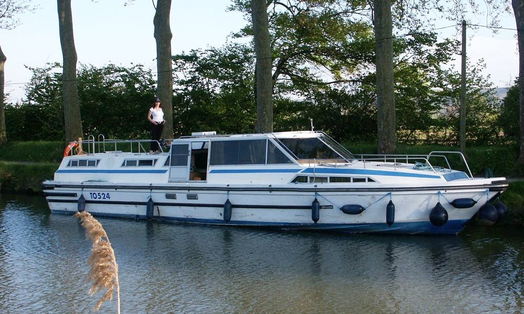 Charter 45' Challenger 130 Canal Boat in Fourques-sur-Garonne, France