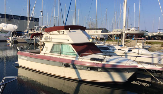 30' Sport Fisherman Fishing Charter In Waukegan, Illinois