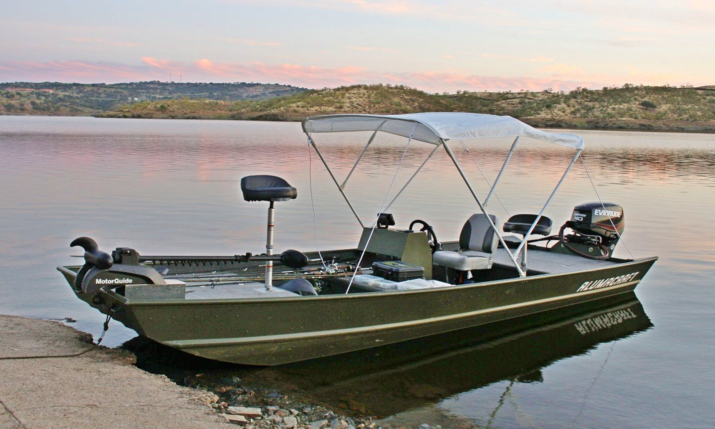 Guided Fishing Trip on 14' Alumacraft in Alcántara, Spain
