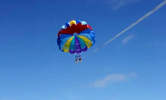 Enjoy Parasailing In Queensland, Australia