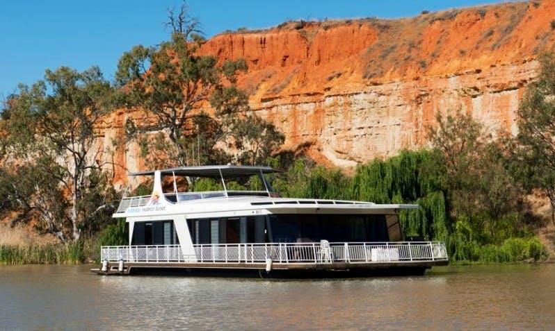 Rent Mullaroo Sunset Houseboat in Paringa, Australia