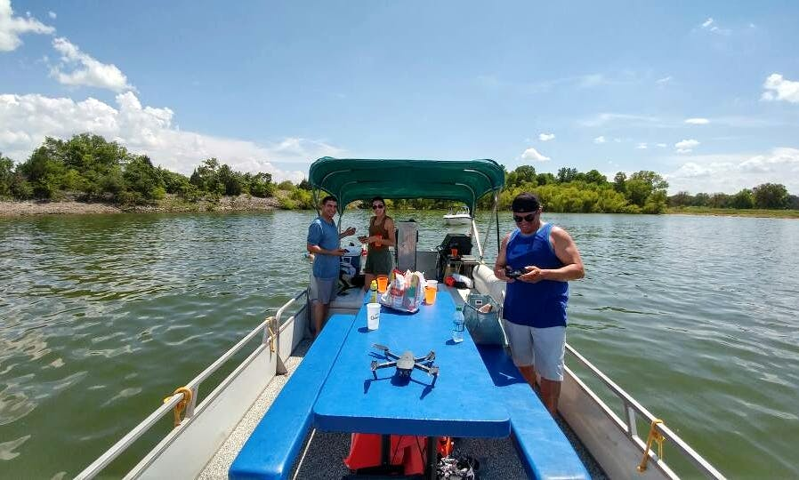 Tracker Regency Pontoon for Rent in Hickory Creek, Texas