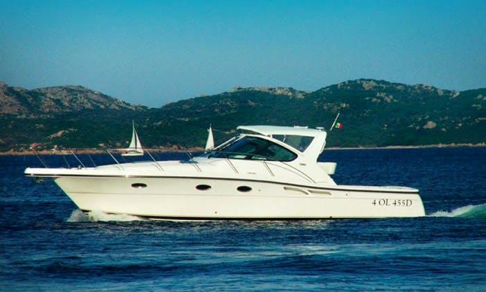 Charter 42' Tiara Motor Yacht in Capo D'orso, Sardegna