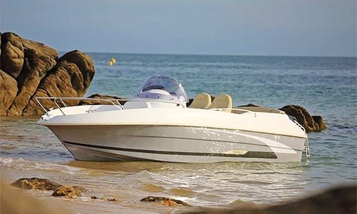 Rent Flyer 5.50 Center Console in Douarnenez