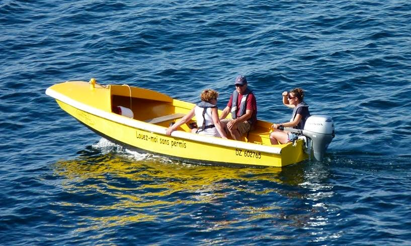 Rent 15' Dinghy with Honda outboard motor in Douarnenez, France