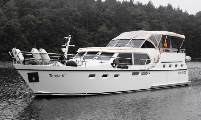 Charter 49' 135 Ultra New Line Motor Yacht in Rheinsberg, Germany