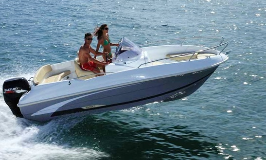 Rent Benneteau Flyer 550 Center Console In Le Barcarès, France