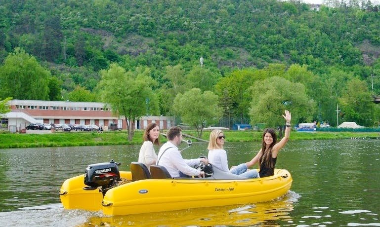 Dinghy for 4 people for rent in Prague (no captain needed)