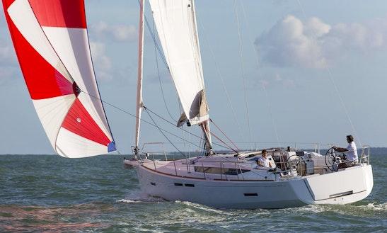 Charter 42' Jeanneau Sun Odyssey Cruising Monohull In Piombino, Toscana