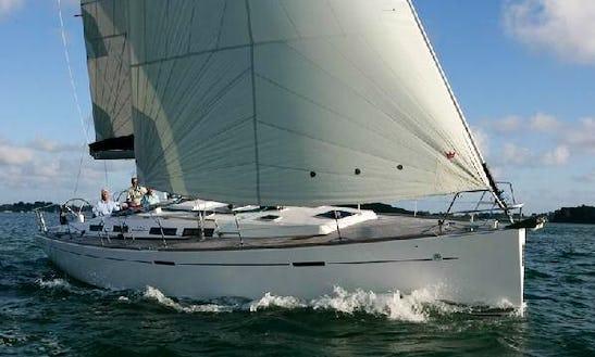 Charter 42' Dufour Cruising Monohull In Piombino, Toscana