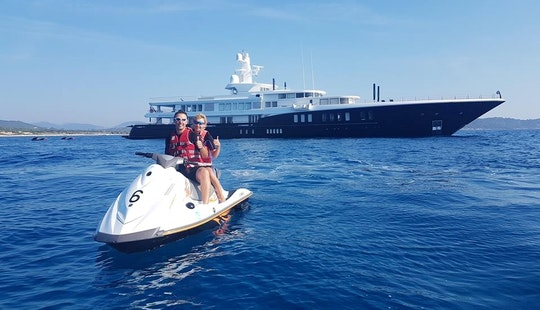 Hire A 100 Cv Jet Ski With Or Without License In Cavalaire-sur-mer, France