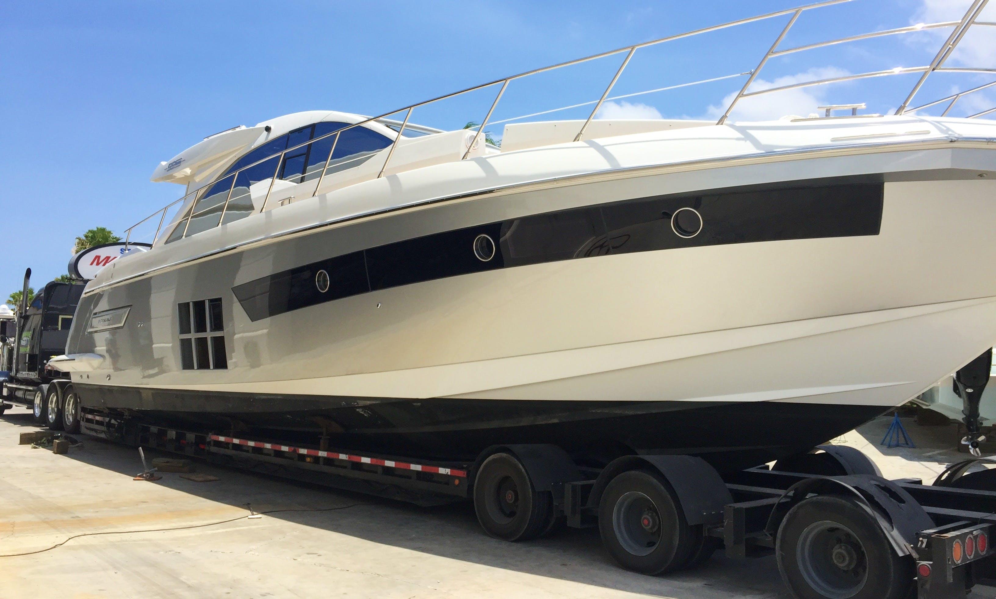 Cruising with Azimut 55s Motor Yacht on Lake of Ozarks