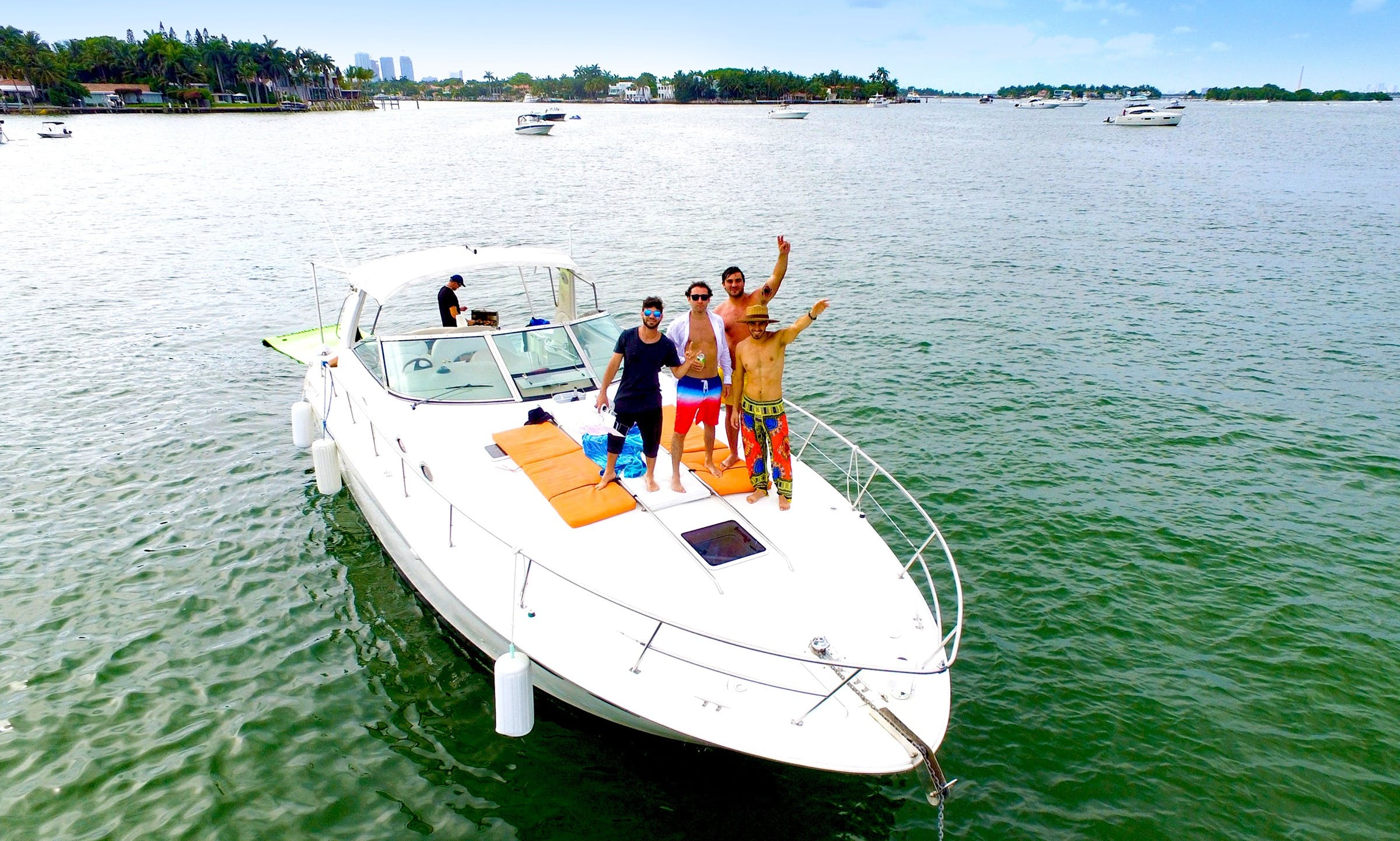 42ft Sea Ray Motor Yacht for 12 ppl